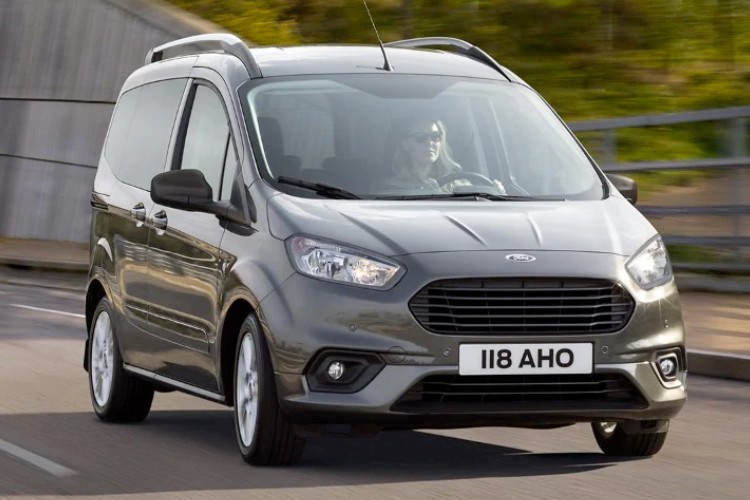 Ford Tourneo Courier Combi Leasing
